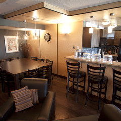 Large table space, comfy seating and kitchen bar in floor 6 lounge.
