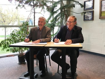 King's and ICS sign an agreement to discuss affiliation at the September 30 Board of Governors meeting